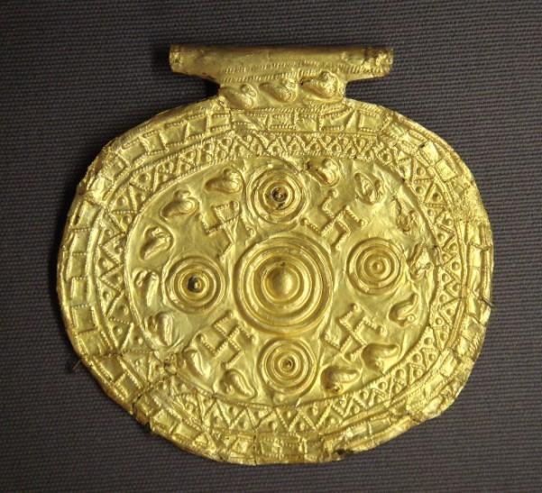 Etruscan_pendant_with_swastika_symbols_Bolsena_Italy_700_BCE_to_650_BCE.jpg